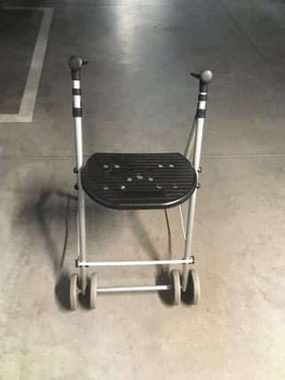 Andador adulto plegable con asiento