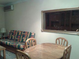 Mesa de pino y sillas