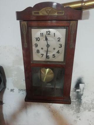 reloj de pared antiguo Tomás Carrillón