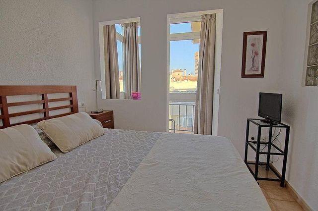 Piso en alquiler en Playa de los Boliches en Fuengirola (Casarabonela, Málaga)