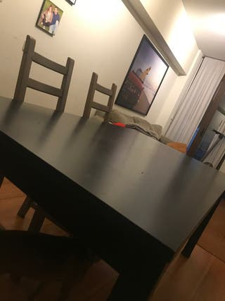 Mesa grande y 4 sillas Ikea.