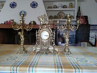 candelabros y reloj de bronce 100€