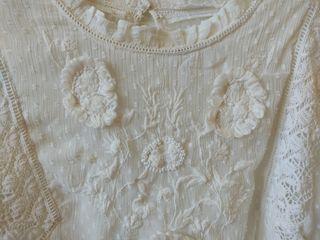 Blusa plumeti con bordados