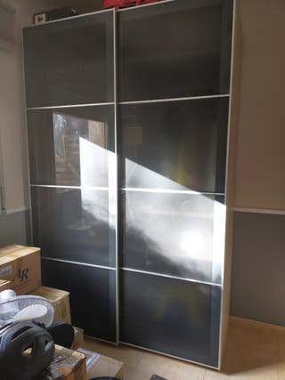 Armario puertas correderas grises