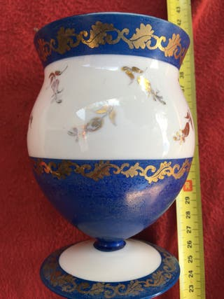 Antigua copa opalina marca planell numerada