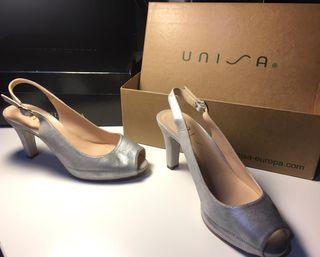 Sandalia UNISA plateada