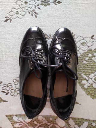 Blucher negro con tacón ancho