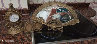 reloj, abanico espejo y portarretrato de bronce