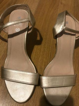 Sandalias doradas talla 37