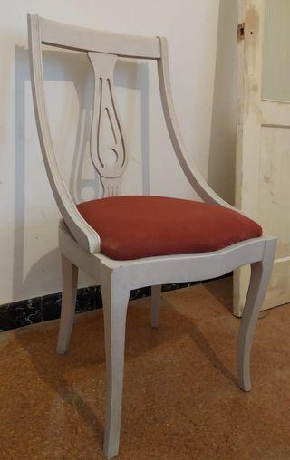 Silla de madera blanca tapizada
