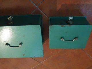 2 cajas metalicas con llave