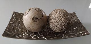 Bandeja decorativa con dos bolas