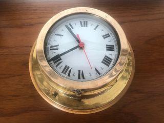 Antigua caja de reloj de barco bronce