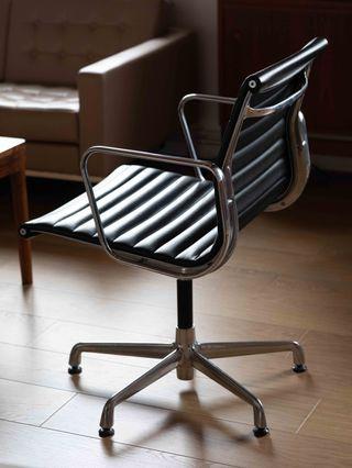 2 Sillones Aluminium chair de icf para Herman Mill