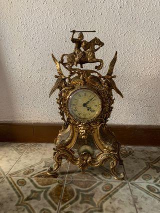 Reloj de mesa de bronce dorado