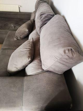 Sofá de un año con chaise longue