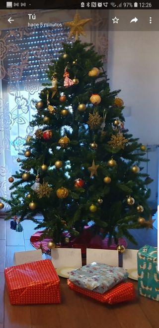 árbol de Navidad 1,80 cm. con accesorios incluido