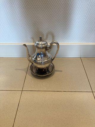 Cafetera con acabado en plata
