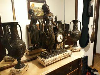 Reloj bronce muy antiguo.