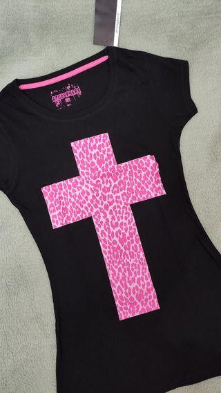 camiseta negra cruz rosa de leopardo