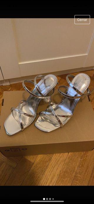 Sandalias con tacón transparente