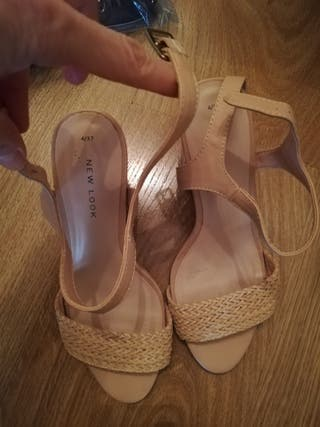 Sandalias tacos altos y gruesos