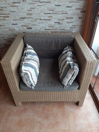 Sofá y mesa exterior