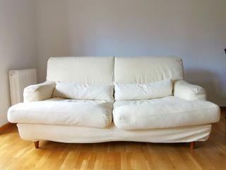 Sofá color crema de dos plazas