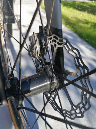 bicicleta de gravel \ ciclo cross
