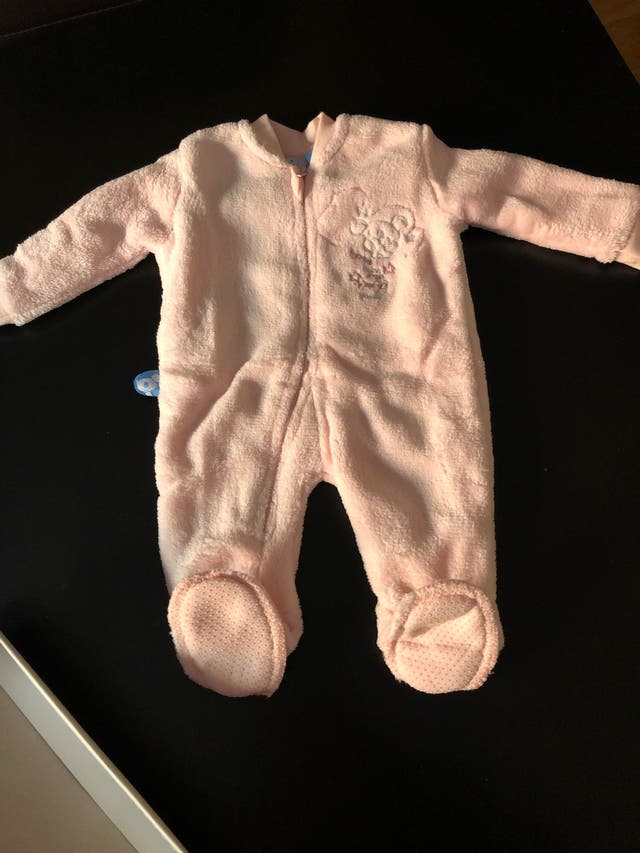 Pijama forro polar ranita rosa bebé. Talla 1 mes.