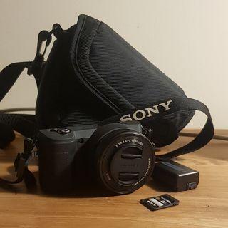 Cámara Evil Sony Alpha 5000 con Objetivo 16-50 mm