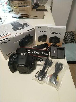 Canon EOS 600D con objetivo 18-55