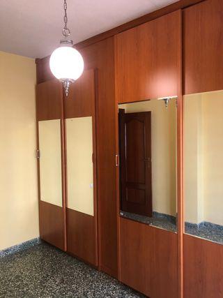 4 puertas correderas de armario.