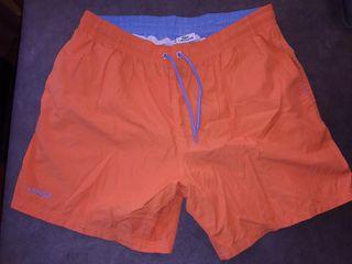 Bañador naranja marca Lacoste