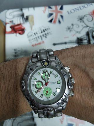 Reloj Titanium nuevo