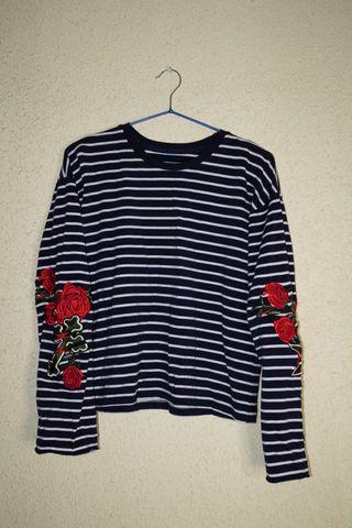 Camiseta de rayas con flores