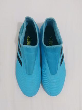 Botas Fútbol Adidas Predator sin cordones talla 41