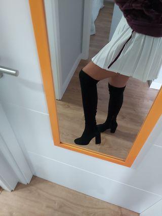 Botas altas por encima de la rodilla
