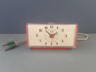 """Reloj despertador """"Dator Electric"""" de sobremesa."""