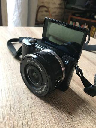 Camara de fotos Sony alpha 5000 ( muy poco uso)