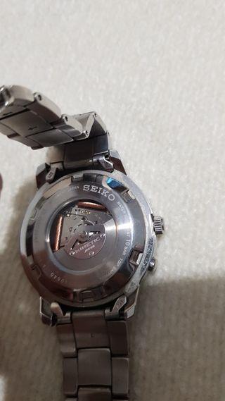 reloj marca Seiko kinetic sapphire