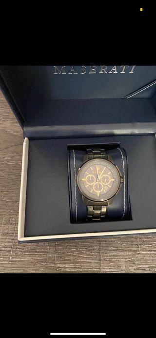 Reloj maserati con su estuche oficial