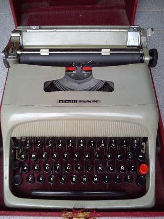 Máquina de escribir Hispano Olivetti Studio 44