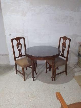 Mesa Extensible con cristal más 2 sillas