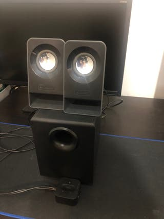 Se venden Logitech Z213 Multimedia Speakers 2.1