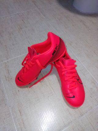 botas fútbol Nike mercurial número 33