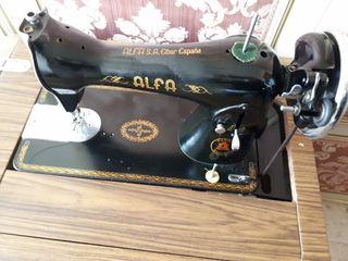 maquina de coser Alfa con mueble