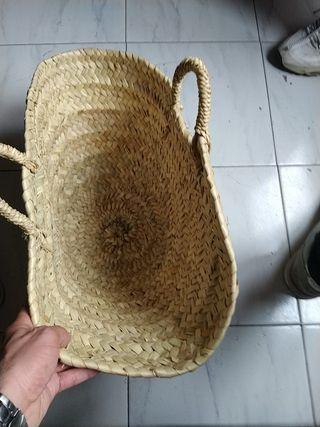 canasta de paja artesanal