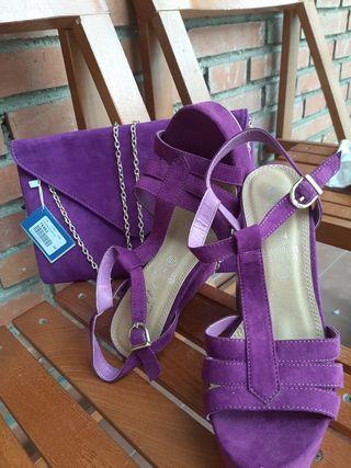 Conjunto sandalia tacón y bolso de mano