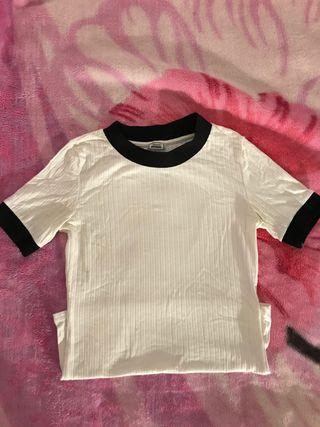 Top blanco y negro manga corta